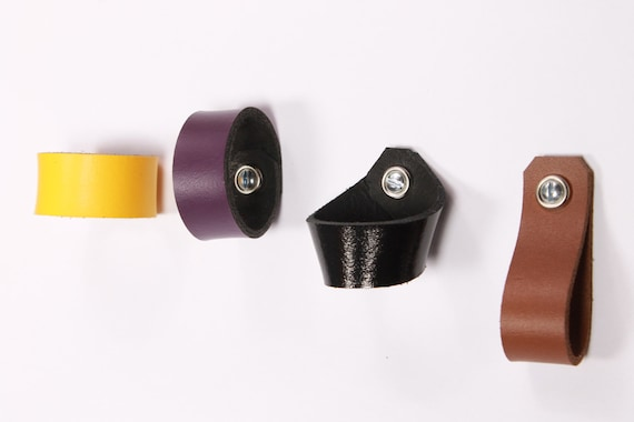Home Decor Pull onglets tiroir armoire armoire meubles boutons poignée fait  main cuir onglet écossais tire porte bouton commode poignées boîte boucle 2f46b82bab1