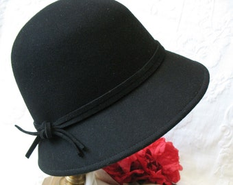 7a065ca195e Vintage Hat Black Cloche Tea Wedding Garden Party Retro Tailored Elegance  Downton Miss Phryne Fisher Gatsby Cosplay Style WhenRosesBloom