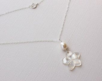 Plumeria Shell Necklace, White Plumeria Necklace, Hawaiian Necklace, Frangipani Pearl Necklace, Beach Wedding Necklace, Bridesmaid Gift