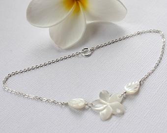Plumeria Shell Anklet, Mother of Pearl Anklet, Plumeria Anklet, Hawaiian Anklet, Beach Wedding Anklet, Frangipani Anklet, Bridesmaid Gift