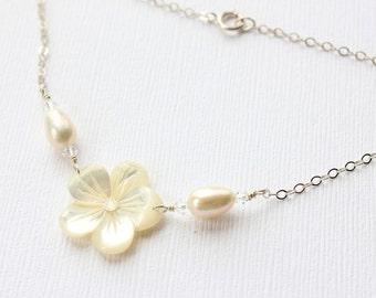 Pearl Plumeria Bracelet, Pearl Frangipani Bracelet, Hawaiian Bracelet, Beach Wedding Bracelet, Bridesmaid Gift, Mother of Pearl Bracelet