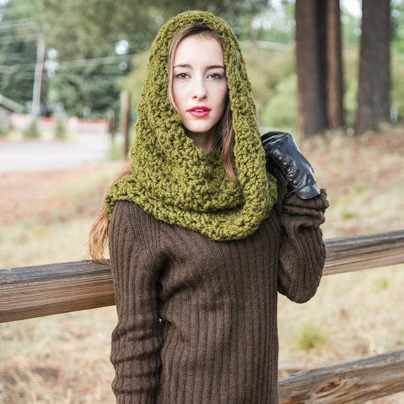 Green Infinity Scarf Hooded Infinity Chunky Knit Scarf THE image 0
