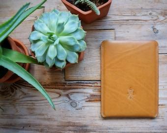 Corey / Tan / iPad Sleeve