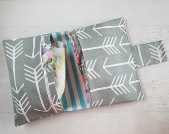 Arrow Diaper Clutch Bag | Gray Diaper Bag and Changing Pad | Neutral Baby Gift | Small Diaper Bag | Diaper Bag Organizer Insert | Nappy Bag