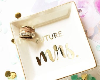Future Mrs Ring Dish Holder Engagement Gifts for Best Friend Engagement Present for Bride Gift Newly Engaged Gift Bride to Be Gift (EB3180T)