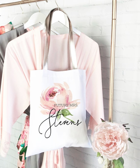 8f8907c7017 Future Mrs Gift Bag Future Mrs Tote Bag Bride Tote Bag Bridal Shower Gift  Wedding Planning Tote Engagement Gift for Bride Gift (EB3293SPRS)