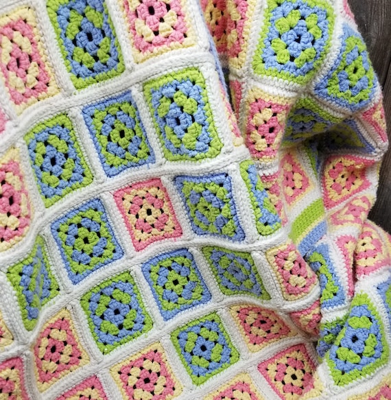 Beautiful Vintage Hand Crocheted Granny Square Th… - image 2