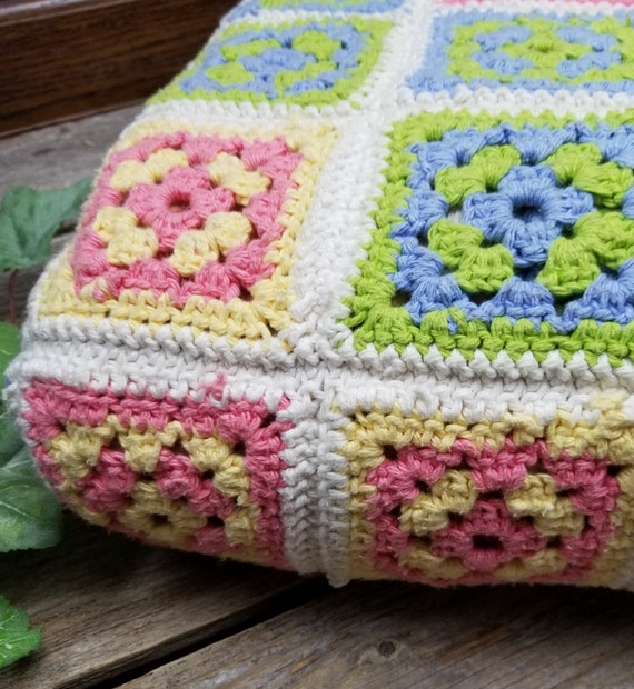Beautiful Vintage Hand Crocheted Granny Square Th… - image 3