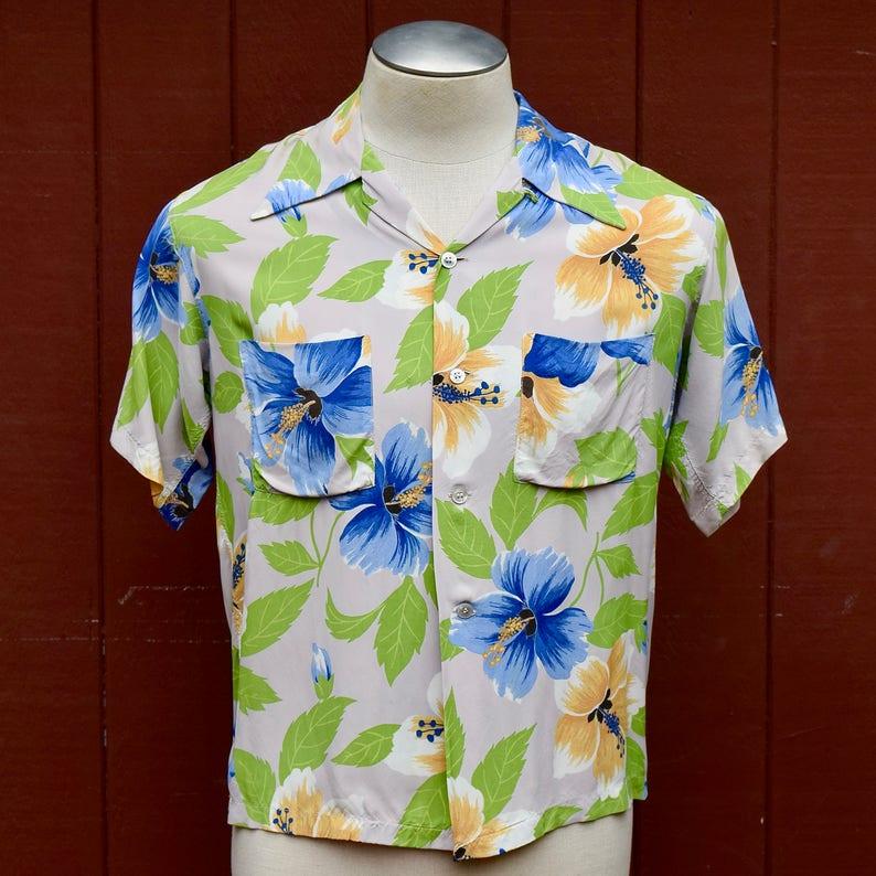 598b7cf2 1940s /1950s Cold Rayon Hibiscus Print Hawaiian / Aloha Shirt | Etsy