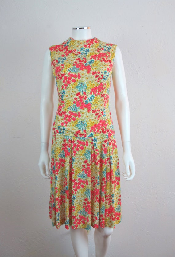 Amazing Vintage 70s Floral Shift Dress Sleeveless