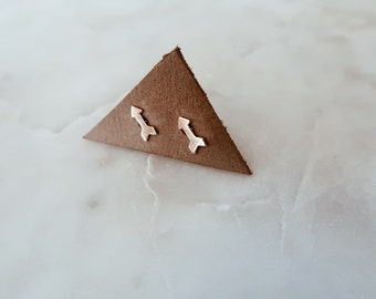 Gold Arrow Stud Earrings in 14/20 Gold Fill