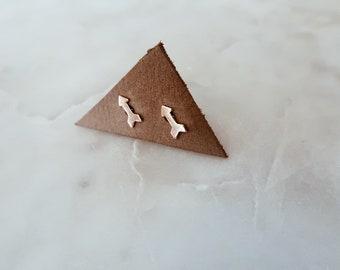 Gold Arrow Stud Earrings in 14/20 Gold Fill
