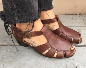 7 1/2 90s leather sandals dark brown Nordstrom Nordstroms 7 7.5 7 37 1990s 80s 1980s t strap fisherman sandals Fishermans peep toe open flat