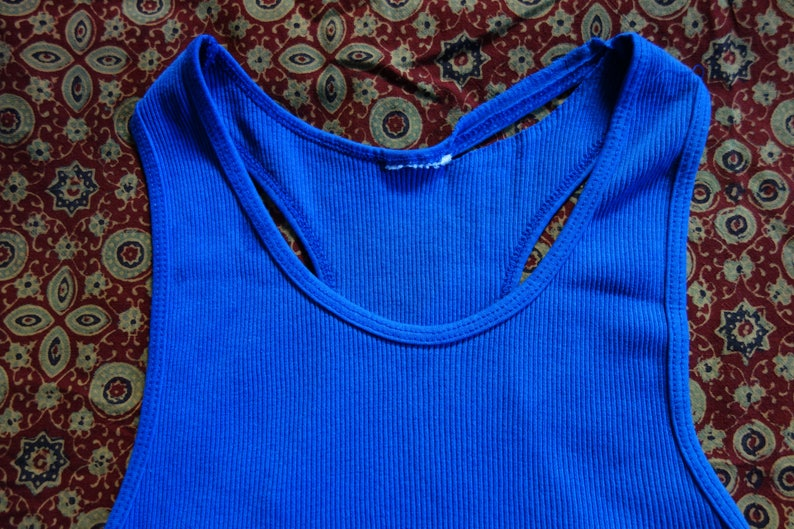 d22e799d8ae609 S M 80s thrashed tank top ribbed rib knit medium blue well