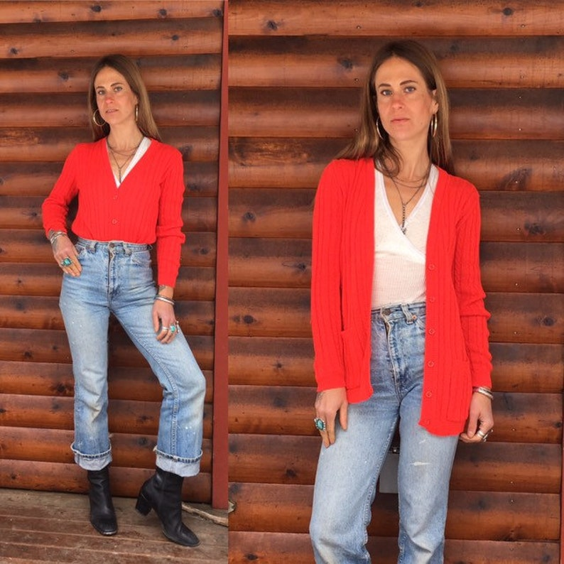 SM 1970s cardigan lightweight wool long red 70s 1970s cable knit v neck slim fit fitted S M size small to medium longline cardi hip length