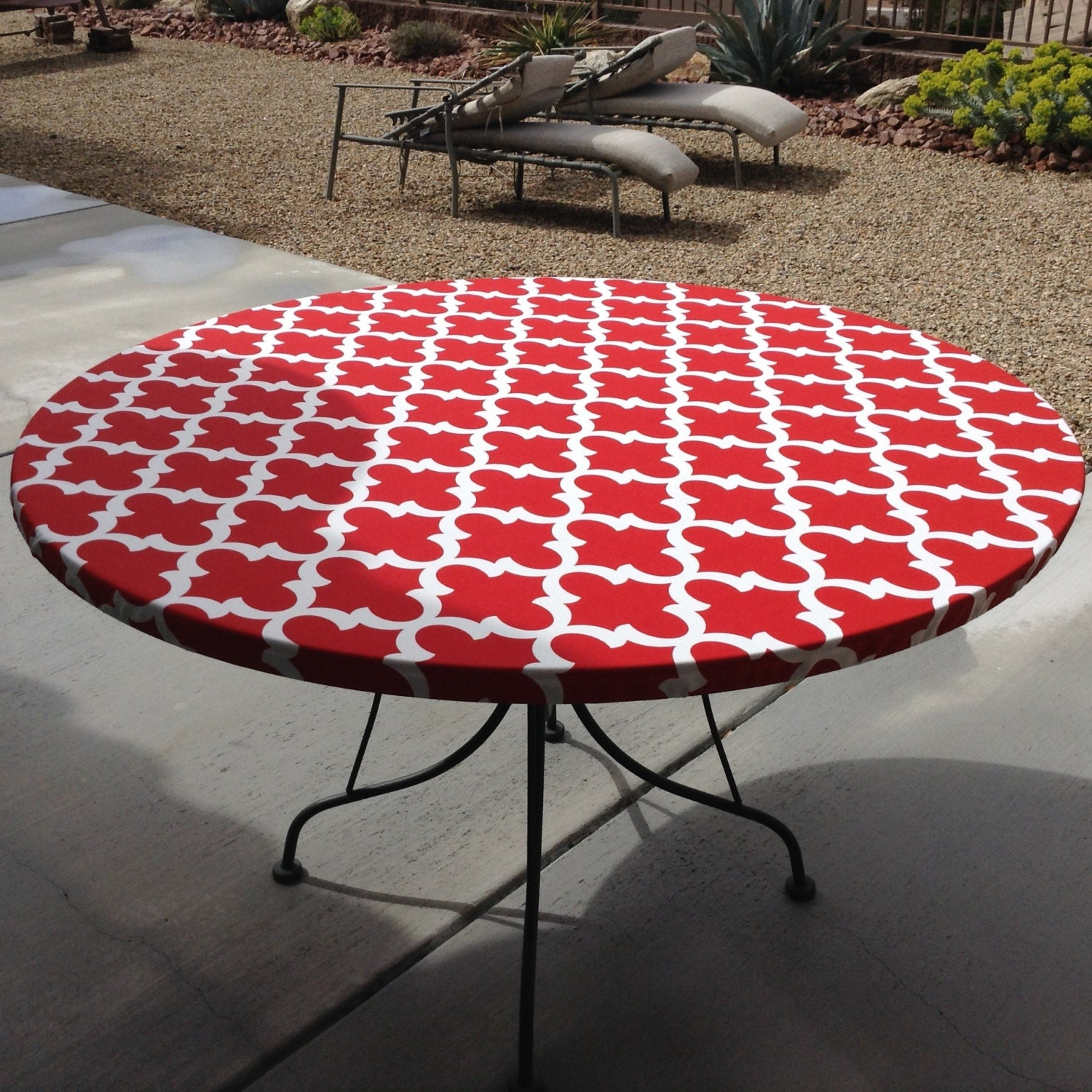 Round Outdoor Fitted Tablecloth. Soil and Stain Resistant ...