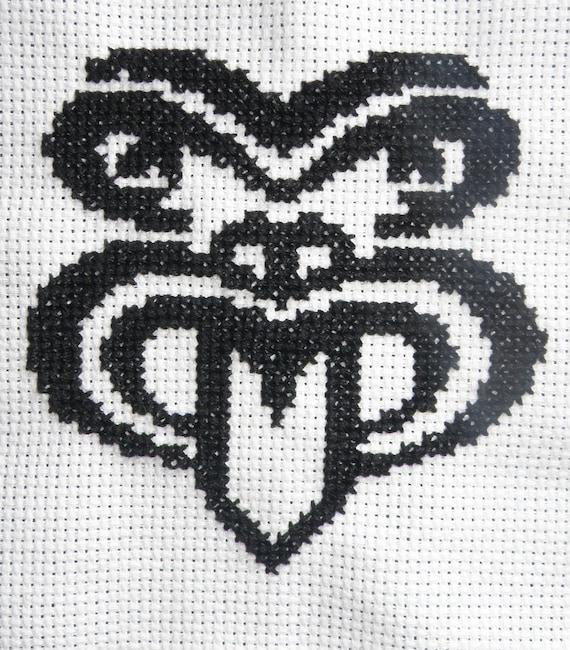 """Simple yet elegant cross stich pattern of a beautiful Maori style """"Moko"""" (small size)"""