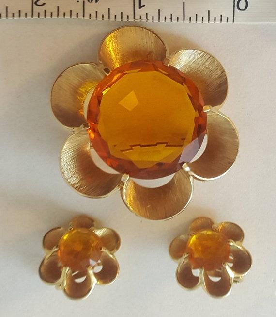 Crown Trifari Flower Brooch & Earrings Chunky Vint
