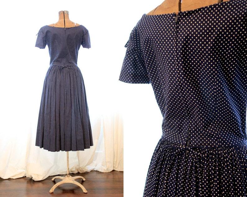 Anne Fogarty vintage 1950s circle skirt Navy Blue White polka dot short sleeve cotton midi length sundress dress with bows