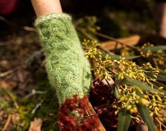 Knitting Pattern *Seer Mittens*