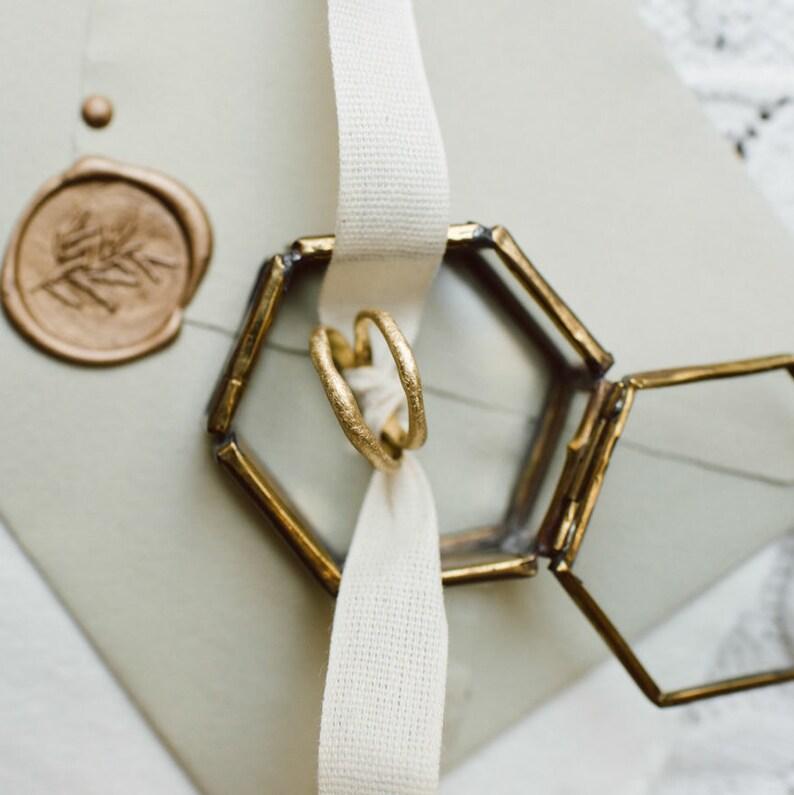 IRREGULAR medium wedding bands. A pair of 18k green gold image 0
