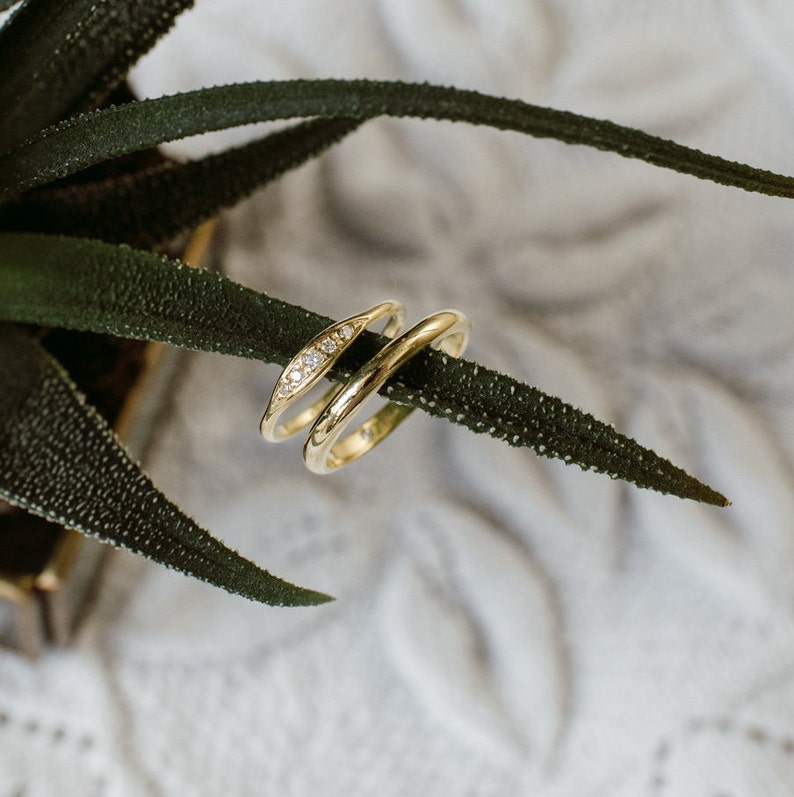 AMELIE wedding bands. A pair of 18k green gold handcrafted image 0