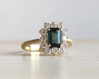 18k green gold ring with green tourmaline and diamonds all around - Old style engagement ring