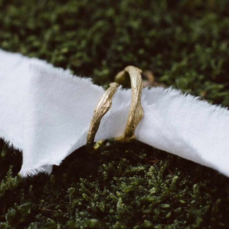 JUNGLE wedding bands. A pair of 18k green gold botanical image 0