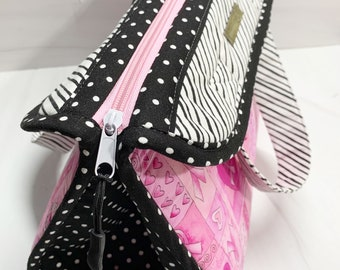NEW ITEM……Sturdy Breast Cancer Awareness Makers Tote Padded Handbag with 5 Inside Pockets and a Zippered Closure.