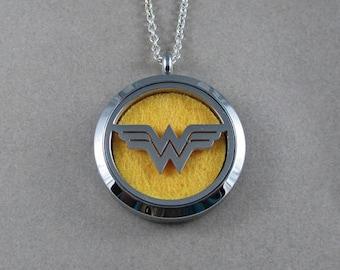 Wonder Woman diffuseur en acier médaillon - pendentif huile essentielle