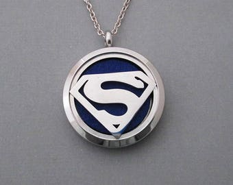 Médaillon de diffuseur en acier Superman - huile essentielle pendentif