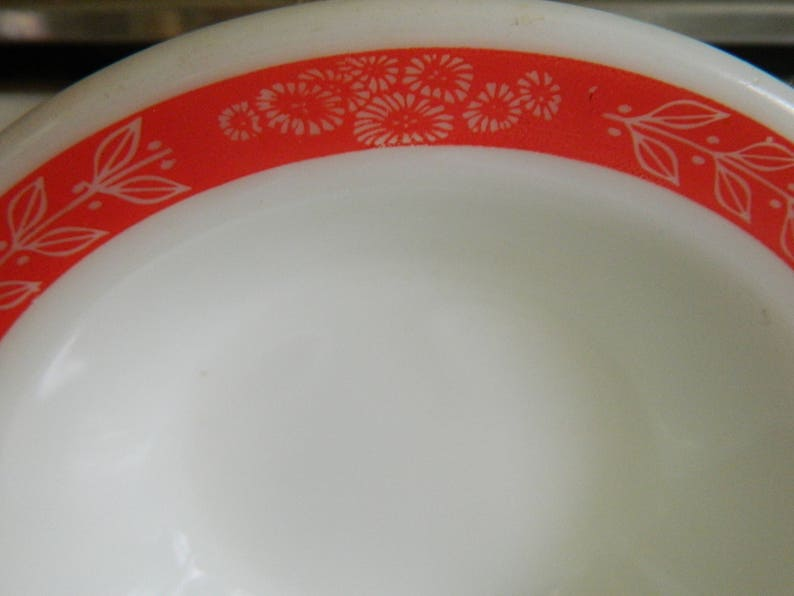 4 Pyrex Autumn Bands Red  Pyrex Tableware by Corning  4 salad bowls red laurel leaf vine