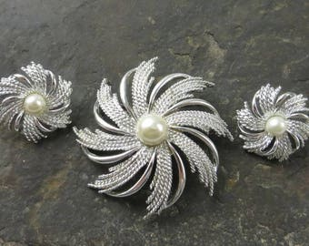 Sarah Coventry Sunburst Brooch and Earrings, Atomic Starburst, Ladies Jewelry