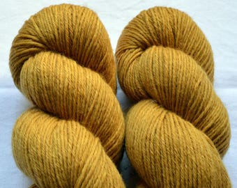 Hand-dyed ochre yellow MERINO with natural colors
