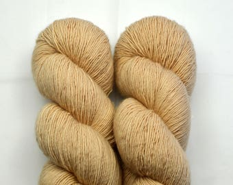 MERINO SINGLE dyed biscuit with Almond Mall