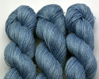 Blue hemp, hand-dyed with natural colours, 100g-330 m,