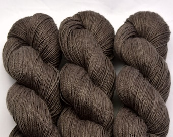 Chocolate hemp, hand-dyed with natural colours, 100g-330 m,