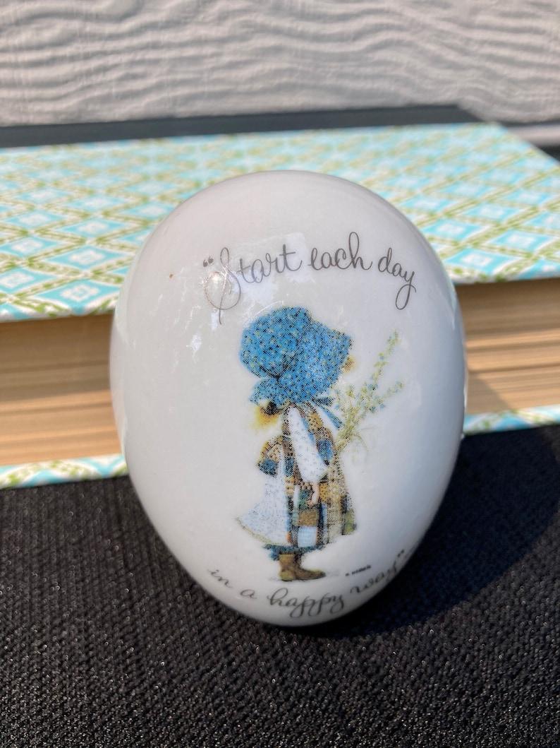 Vtg Hollie Hobby Trinket Egg Blue Bonnet with patchwork apron porcelain 1973