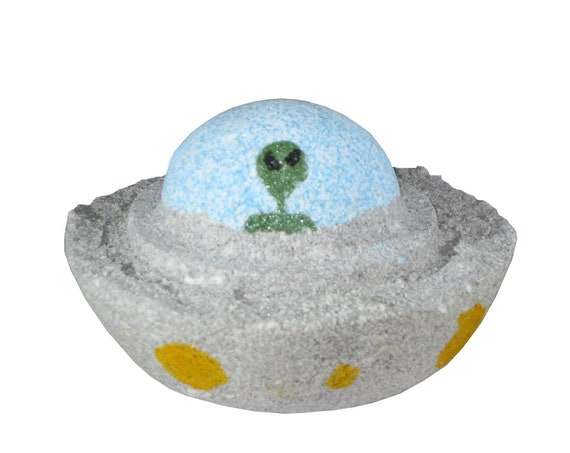 UFO Bath Bomb - Pink Himalayan Salt, Berries & Pure Peppermint Essential Oil - / Vegan / Bath Bomb / ET / Cosmos / Aliens