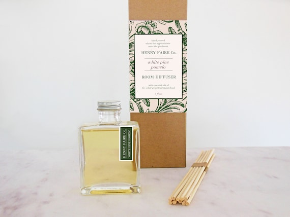 white pine + pomelo reed diffuser | 5 oz bottle + 10 extra thick reeds