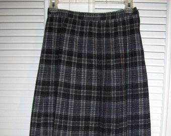 Skirt 4, REDUCED TODAY ! Pendleton Drummond Grey Tartan Wool Pleated Skirt Size 4