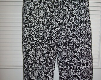 Vintage Talbot's Stretchy Black and White Crispy  Cotton Capris Size 16 - 18