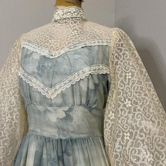 1970s Gunne Sax Smokey blue floral and lace Prair… - image 2