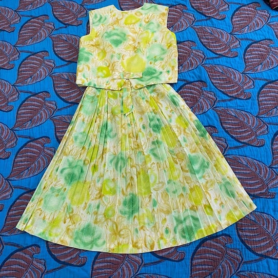 1960s Slightly Sheer Green Abstract Floral Pleated