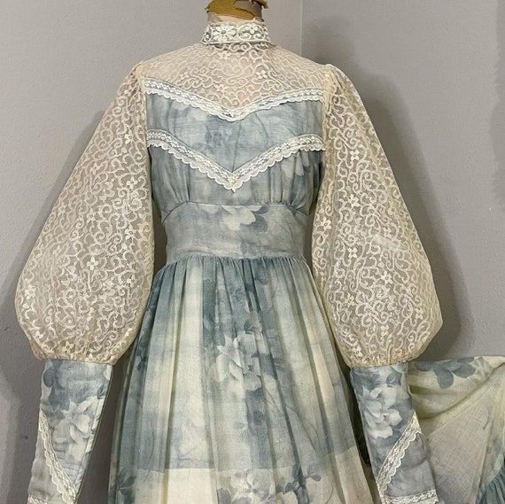1970s Gunne Sax Smokey blue floral and lace Prair… - image 3