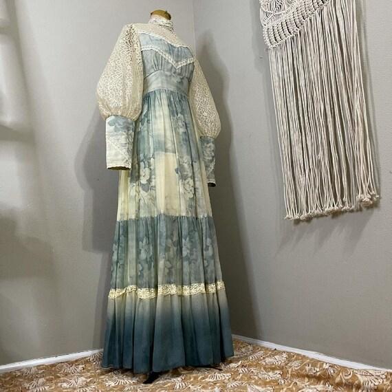 1970s Gunne Sax Smokey blue floral and lace Prair… - image 4