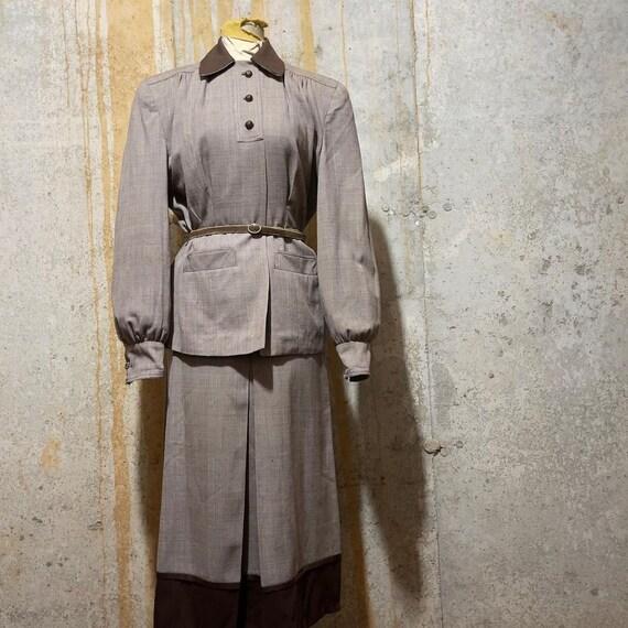 1940s Brown Plaid Bishop Sleeve suit