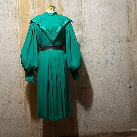1970s 1980s kelly green bishop sleeve dress