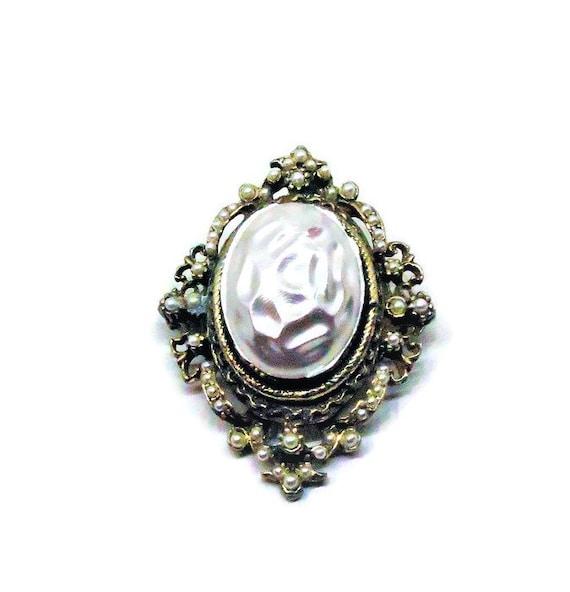 Baroque Pearl Brooch - Vintage, Gold Tone, Victori
