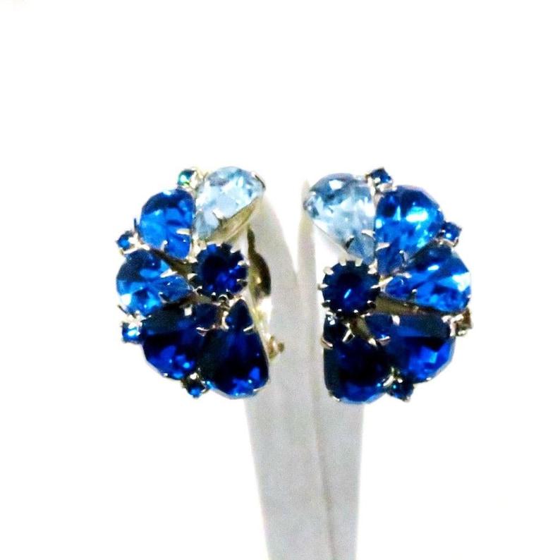 Juliana Style Blue Jewelry Set Silver Tone Blue Rhinestones Brooch and Clip-on Earrings Set Vintage